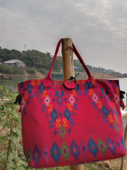 রাঙ্গামাটির ঐতিহ্যবাহী মজলাইশ কাপড়ের ব্যাগ